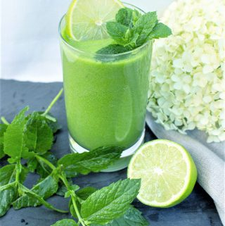 green Smoothie with mint an dlime