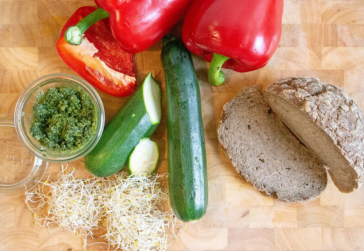 Zutaten für veganes glutenfreies Sandwich