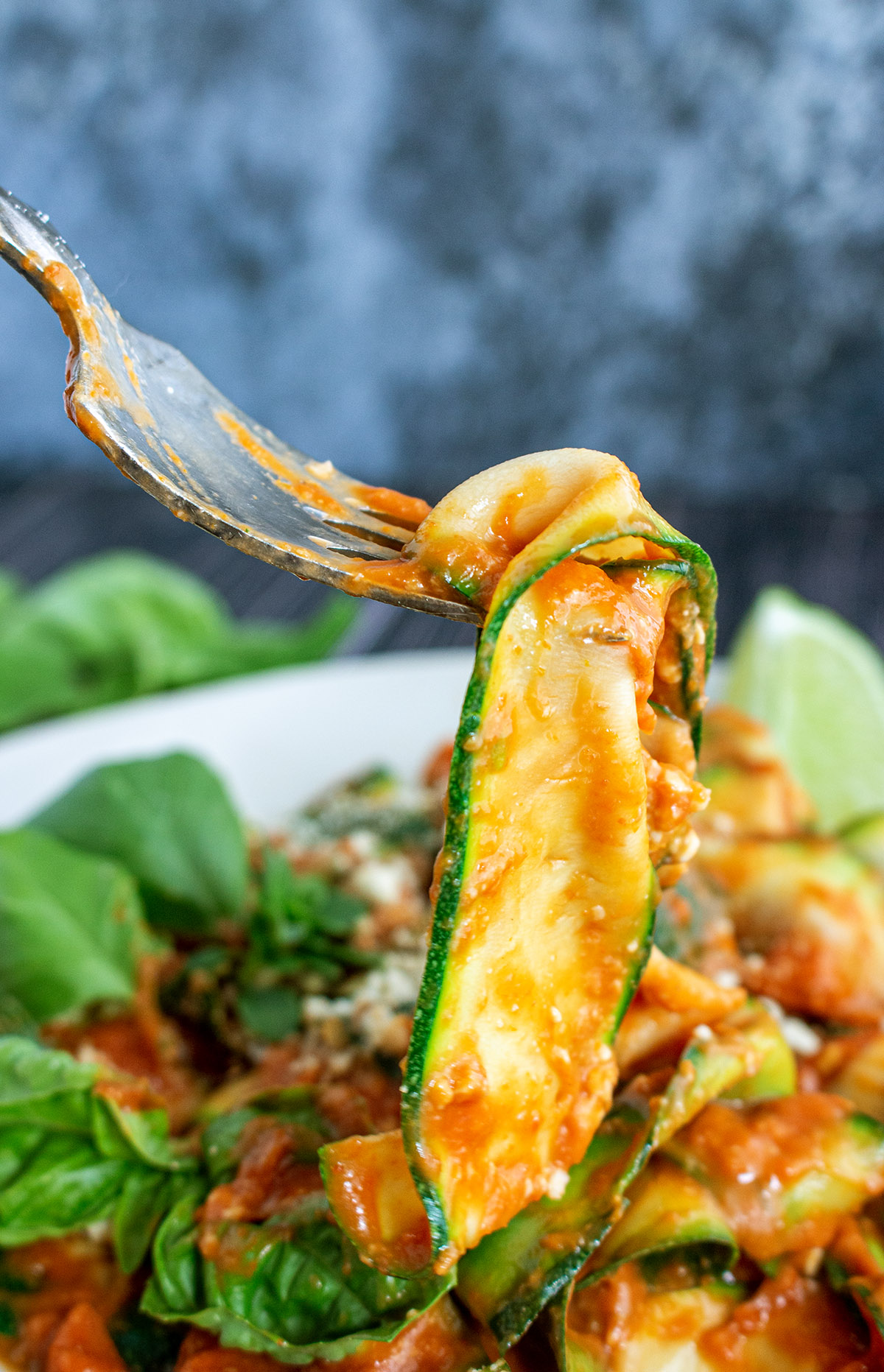 Zucchini Pasta Pomodoro Milanese, vegane Tomatensauce, vegane Tomantensoße, Tomatensoße Rezept, zucchini-bandnudeln
