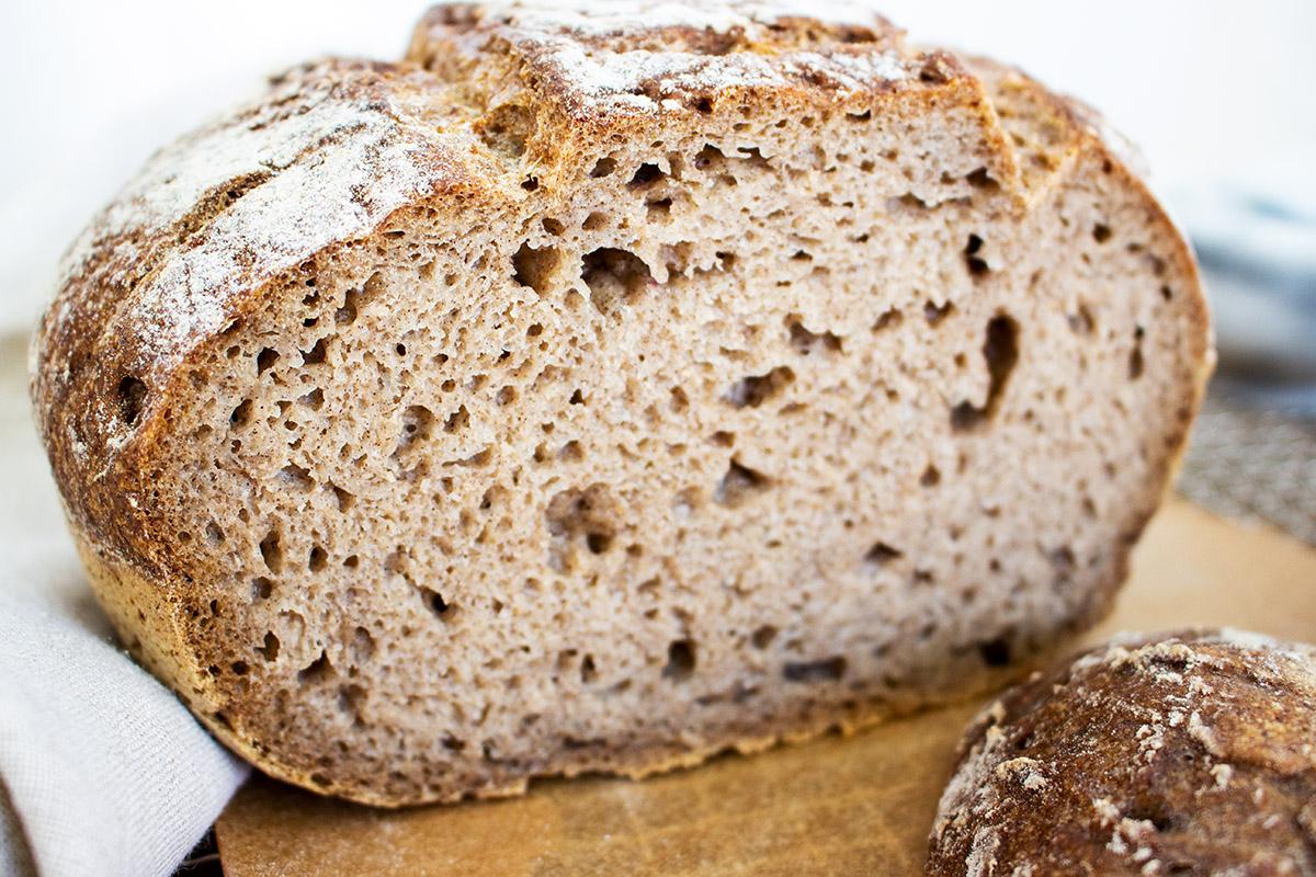 glutenfreies Sauerteigbrot, Sauerteigbrot selbst backen, Sauerteigbrot Rezept, glutenfreies Brotrezept, veganes Brot backen, gluten-free vegan sourdough breadveganes Sauerteigbrot